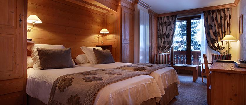france_espace_killy_ski_area_val_d'lsere_hotel_christiania_superior-room.jpg